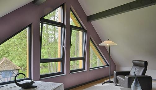 Tryba peut aussi faire de la fenêtre en bois en métal (ci-dessus), de la fenêtre PVC, etc.